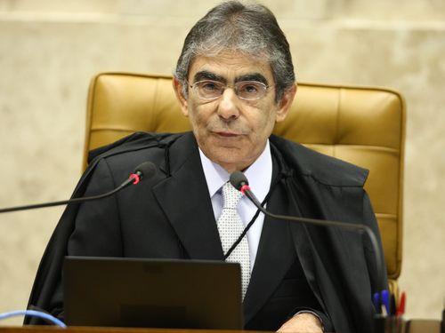 Carlos Britto diz que povo fica nos calcanhares dos ministros do STF