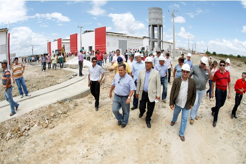 Governador em exercício visita obras em Tobias Barreto