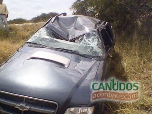 Cantor Zezinho da Ema se envolve em grave acidente.