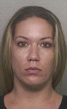 Mãe flagra filho de 13 anos transando em casa com moça de 23.