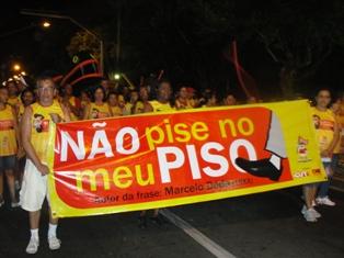 """Bloco """"Pisados por Déda e Esmagados pelos Deputados"""" foi destaque no Pré-Caju"""