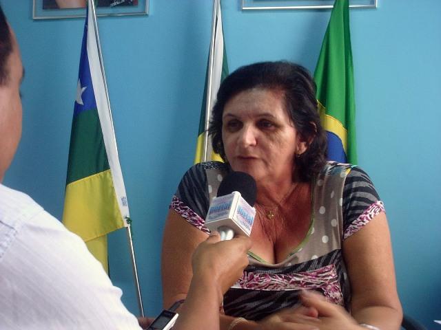 Prefeita de Aleixo exonera cinco secretários da família de Neneca.