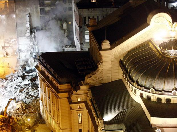 Dano estrutural pode ter causado desabamento no Rio; prefeitura fala em 19 desaparecidos