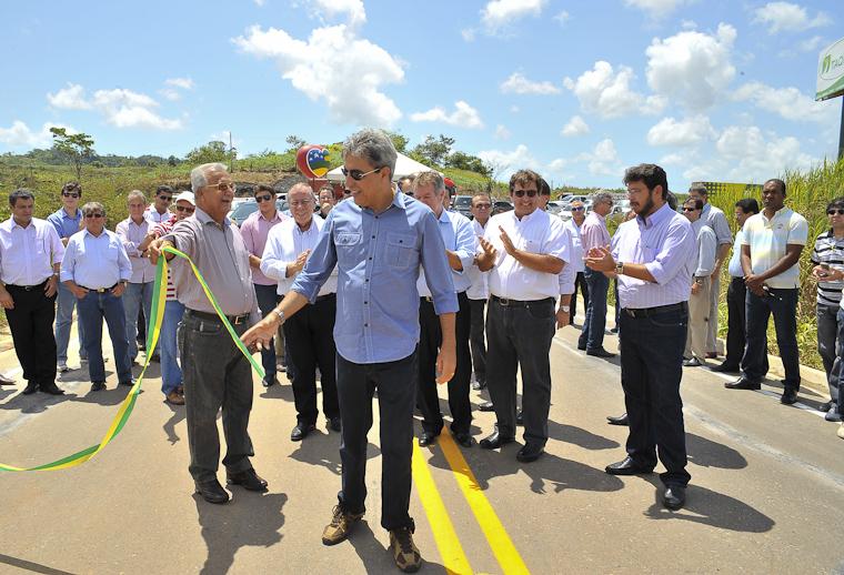 Déda inaugura rodovia e fábrica de açúcar em Capela