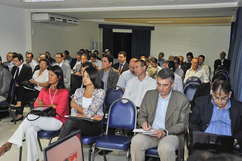 Marcelo Déda discute orçamento de 2012 com secretariado
