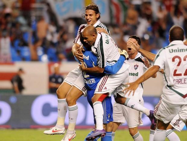 Loco Abreu perde pênalti decisivo, e Fluminense vai à final contra o Vasco