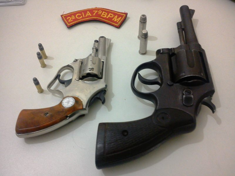 PM flagra dupla armada rondando farmácia em Tobias Barreto