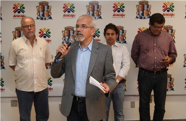 Prefeito de Aracaju anuncia licitação de transportes coletivos