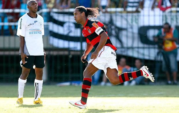 Com gols de R10 e Vagner Love, Flamengo avança para pegar o Vasco