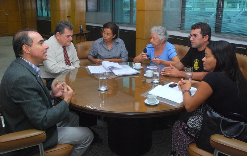 Presidente do TCE recebe representantes do Sintese