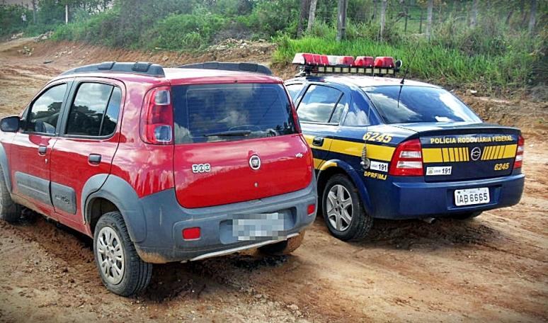 Veículo roubado é recuperado pela PRF na BR 101 em São Cristóvão, SE