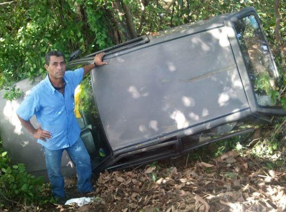 Veículo cai em ribanceira na divisa de Aracaju e São Cristóvão, SE
