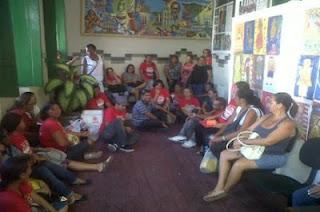 Professores invadem sede da Prefeitura de Laranjeiras