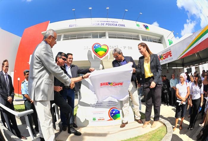 Governador inaugura Delegacia mais moderna da capital e entrega novas motos ao Getam