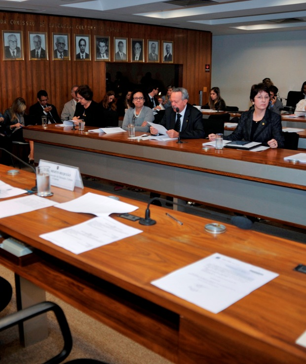 Maria do Carmo relata PL que institui ações para o funcionamento de escolas
