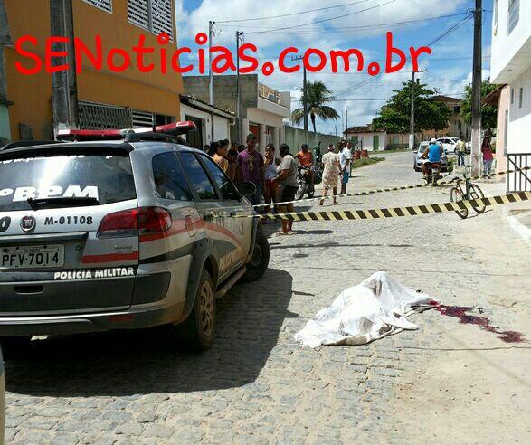 O homicídio aconteceu no final da Rua Roosevelt, próximo a Praça do Cigano.(Foto: SE Notícias)