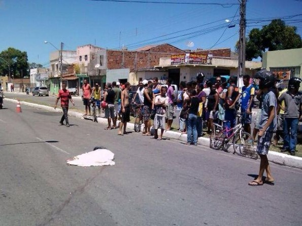 Adolescente morre atropelado por caminhão em Aracaju (Foto: Rafael Carvalho / TV Sergipe)