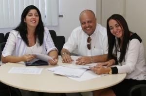 Liliane Borba, Carlos Henrique Luciani e Rafaela Macedo explicam o edital. (Foto: Silvio Rocha/AAN)
