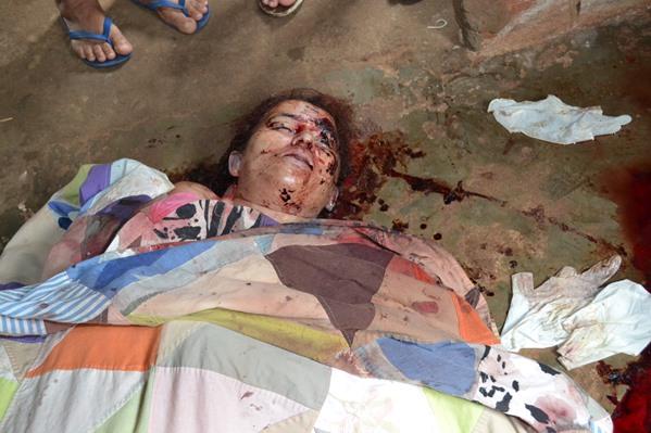Até às 12h30, o corpo ainda não foi recolhido pelo Instituto Médico Legal (IML). (Foto: SE Notícias)