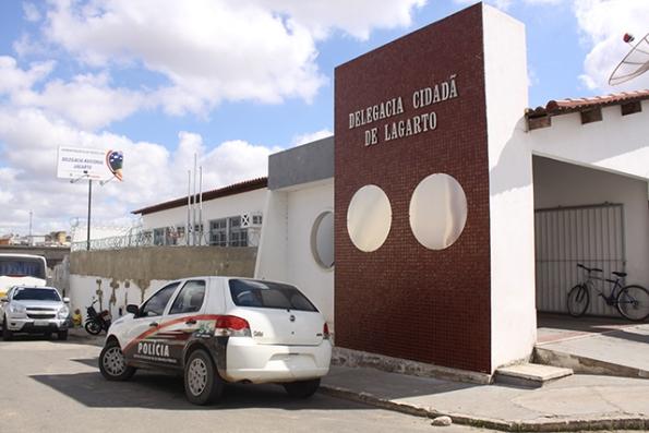 Eles serraram a grade da carceragem e escaparam da unidade policial na madrugada desta sexta-feira (27). (Divulgação)
