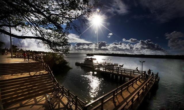 Orla Pôr do Sol atrai turistas e gera renda para moradores do Mosqueiro