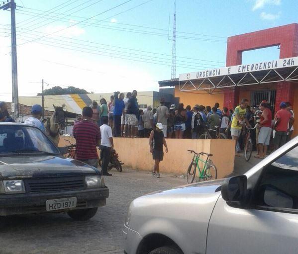 Morte do carroceiro em frente ao Posto de Saúde, em São Cristóvão(25), revoltou a população. (Foto: leitor SE Notícias)