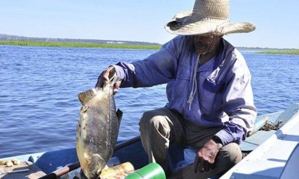 Justiça Federal obriga inclusão de pescadores e marisqueiras de São Cristóvão no benefício do Governo