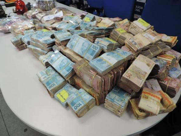 Polícia apreende quase R$ 1 milhão de procedência suspeita em Recife