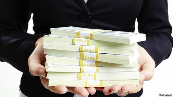 Pesquisas testam se dinheiro torna as pessoas más