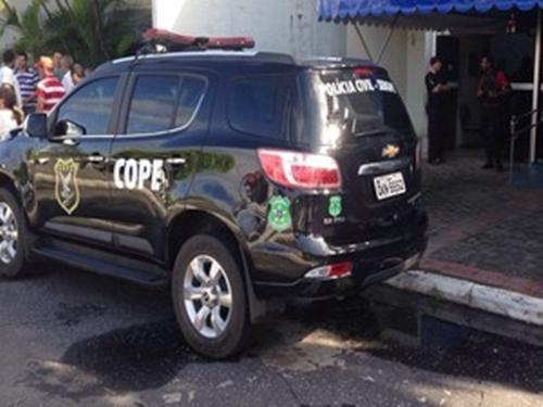 Suspeitos foram presos por policiais do Cope (Foto: Rafael Carvalho/TV Sergipe)