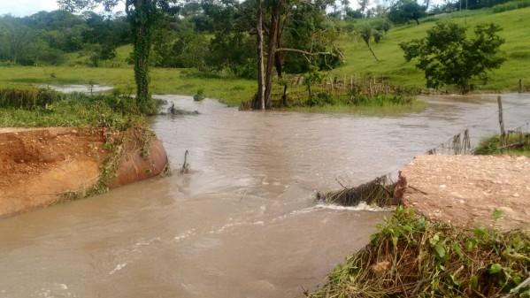 O Povoado Chindubinha está prejudicado, já que a ponte foi levada pela correnteza, deixando mais de 30 famílias ilhadas. (Foto: PMI)