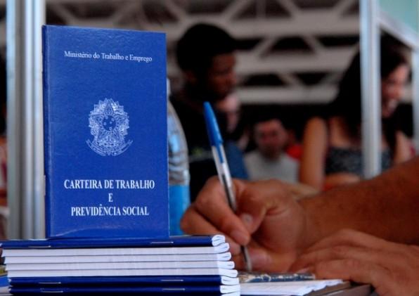 País perdeu 63.624 vagas de emprego formal em março, diz Caged