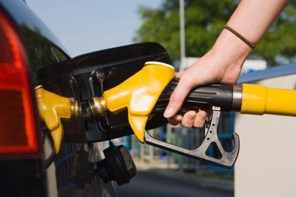 Petrobras reduz em 6,2% preço da gasolina nas refinarias