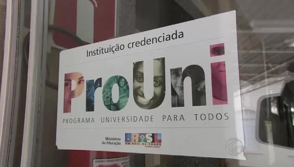 ProUni: candidatos em lista de espera têm até hoje para entregar documentação