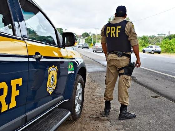 Fiscalização nas estradas é reforçada pela PRF na 'Operação Tiradentes'