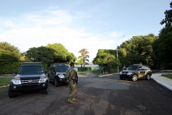 Polícia Federal faz operação de busca e apreensão na residência oficial do presidente da Câmara dos Deputados, Eduardo Cunha, no Lago Sul, em BrasíliaMarcelo Camargo/Agência Brasil