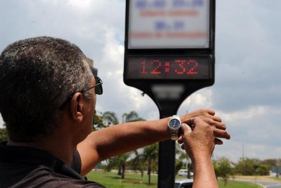 Governo Federal volta atrás e horário de verão começa no dia 4 de novembro