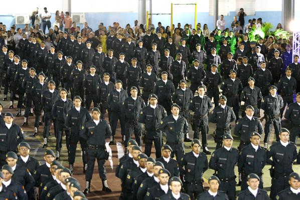 Polícia Militar promove oficiais e praças e entrega medalhas nesta quarta-feira