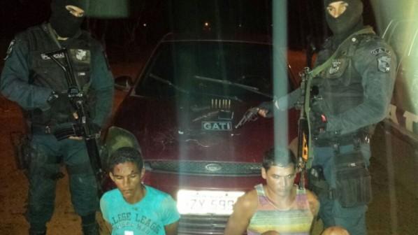 Homem é preso em Areia Branca com arma, e Brasão da Polícia Militar de Sergipe