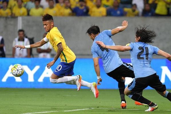 Brasil abre 2 a 0, mas cai de produção e fica apenas no empate com o Uruguai