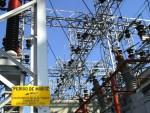 Tranformadores e linhas de energia em estação de distribuição da Eletropaulo Metropolitana, da AES, em São Paulo. (Bloomberg News / Marcos Issa)