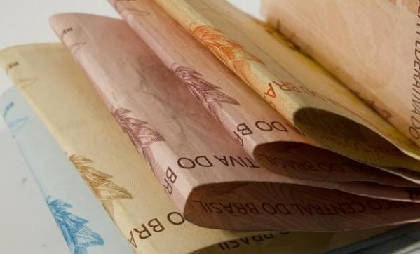 Para valorizar servidores, Prefeitura de São Cristóvão antecipa salário de abril