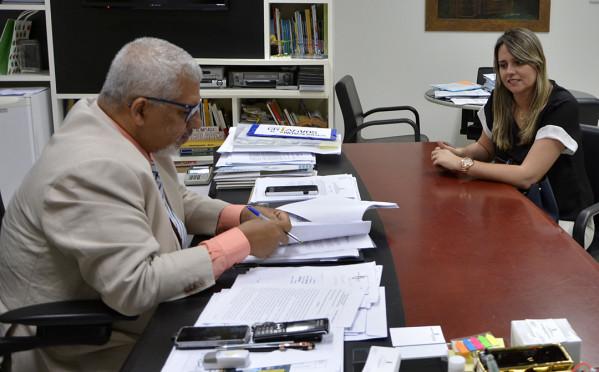 Secretário da Educação recebe prefeita de Malhador e discute transporte escolar