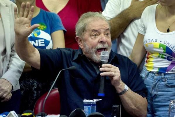 Lula diz que Temer precisa aprender sobre eleições
