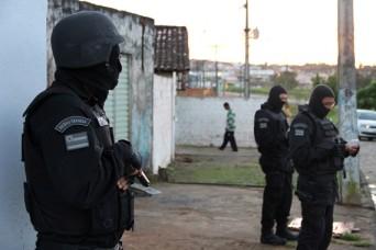 Dois suspeitos resistiram e reagiram à abordagem e acabaram sendo feridos no tiroteio e morreram, informa SSP/SE. (Foto: Amós Menezes)
