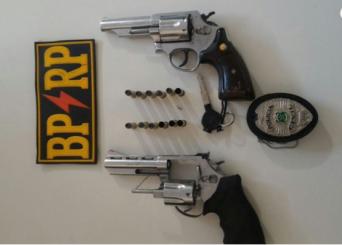 PM persegue dupla, troca tiros e apreende moto roubada e armas no Ponto Novo. (Foto: PM/SE)