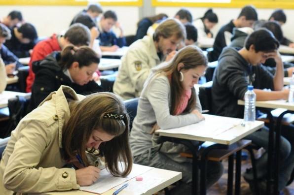 Enem registra aumento de 9,4% em número de inscritos em relação a 2015.