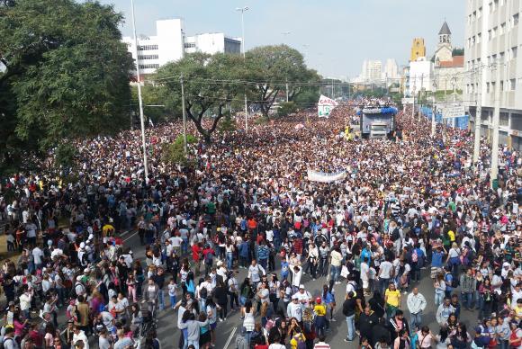 Marcha para Jesus reúne milhares de pessoas em SP no dia de Corpus Christi.