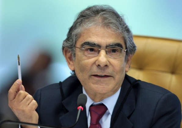 Não há força humana que barre a Lava Jato, diz ex-ministro Ayres Brito.