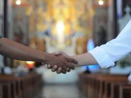 Por causa do risco de transmissão, Arquidiocese faz recomendação a padres